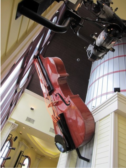 Big fiddle in Branson